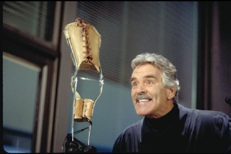 Dennis Farina  in Columbia's Stealing Harvard - 2002