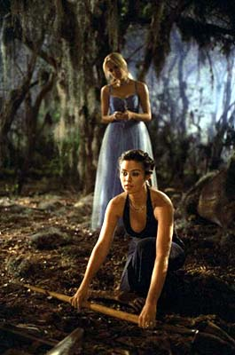 Lori Heuring Susan Ward and  in Warner Brothers' The In Crowd - 2000