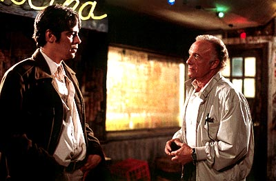 James Caan Longbaugh (Benicio Del Toro) and Sarno () in Artisan's The Way Of The Gun - 2000