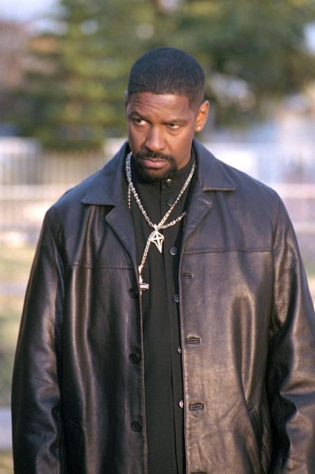 Training Day Denzel Washington in Warner Brothers'  - 2001
