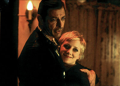 Jeff Goldblum  as John Nolan, while assuming the identity of ex-con Auggie Rose, is united with prison pen-pal Lucy (Anne Heche) in 20th Century Fox's Beyond Suspicion - 2000