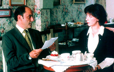 The Taste of Others Jean-Pierre Bacri and Anne Alvaro in Offline Releasing's  (Le Gout Des Autres) - 2001