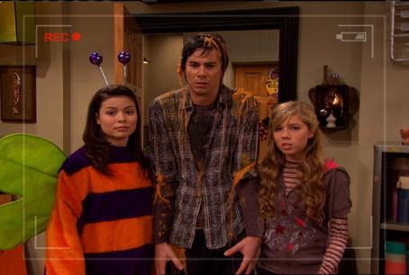 Jerry Trainor Carly Bug Costume Spenc Sam