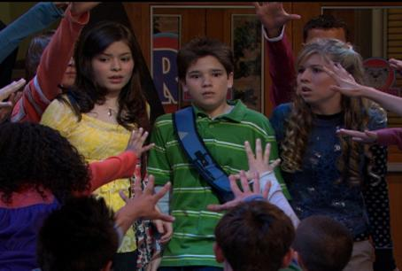 Sam Puckett Kids Surrounding Cast