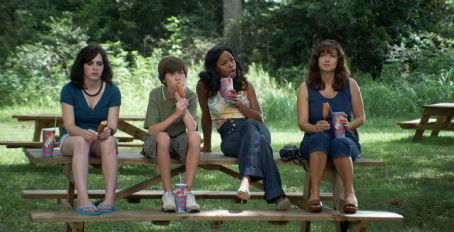 Tabby (Ashley Duggan Smith), Little Pete (Christopher Newhouse), Imogene (Jill Marie Jones), and Anora (Laura Harring) eat corn dogs in the scene of Drool.