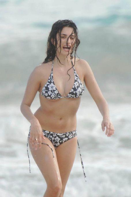 Penlope Cruz Bikini Dec Penelope 6th Candids StBarts qMGLSUzVjp