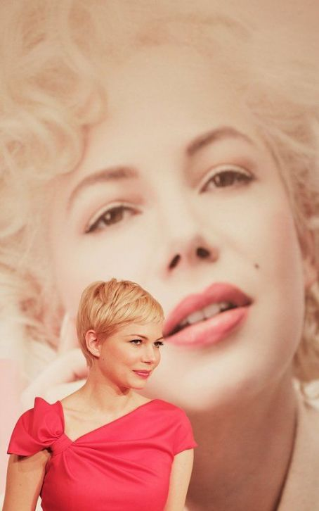"Michelle Williams: ""My Week with Marilyn"" Press Conference Pretty"