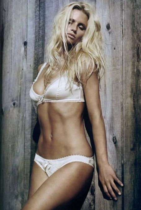 Michelle Hunziker GQ Italy December 2010
