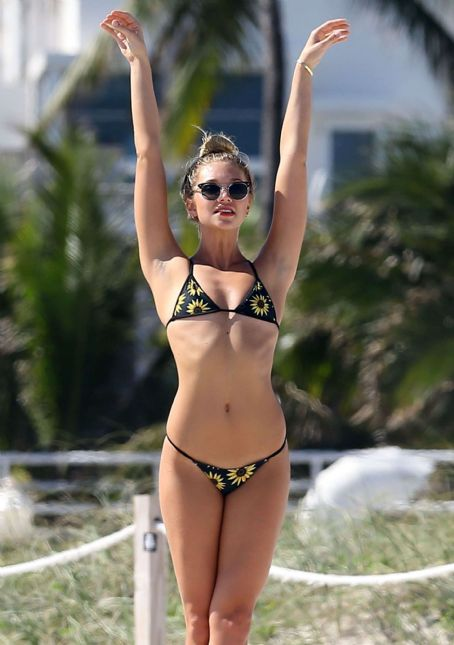 Jessie Andrews  Bikini Photoshoot