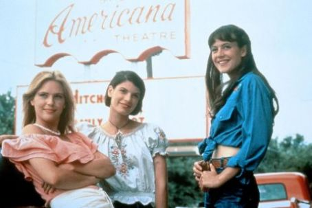 Michelle Burke , Deena Martin And Christine Harnos In Dazed And Confused (1992).
