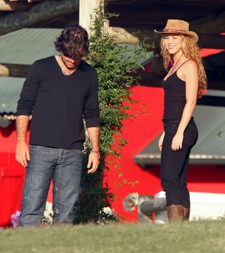 Antonio De la Rua - Shakira And Antonio de la Rua On Vacation In Uruguay