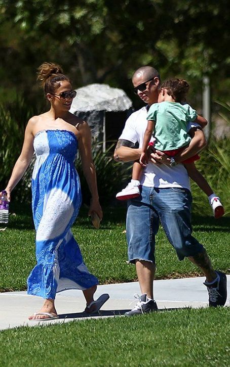 Jennifer Lopez and Casper Smart having a family day at the park (August 5)