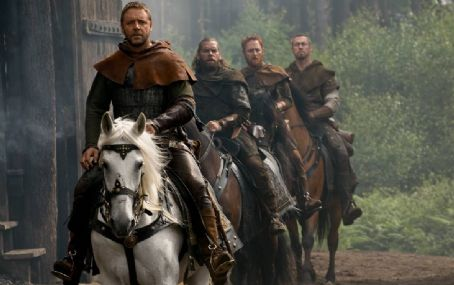 Scott Grimes Front Left: Russell Crowe star as Robin Hood in Universal Pictures' Robin Hood.