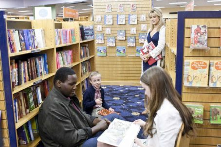 Lily Collins (L-r) QUINTON AARON as Michael Oher, JAE HEAD as S.J., SANDRA BULLOCK as Leigh Anne Tuohy and LILY COLLINS as Collins in Alcon Entertainment's drama 'The Blind Side,' a Warner Bros. Pictures release. Photo by Ralph Nelson
