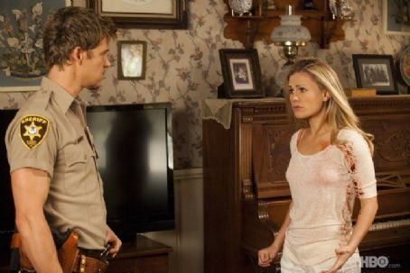 Anna Paquin as Sookie Stackhouse and Ryan Kwanten as Jason Stackhouse in True Blood (Fourth Season) (2011)