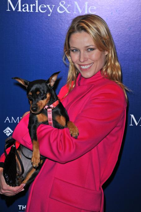 "Kiera Chaplin - ""Marley & Me"" Premiere In New York City, 17.12.2008."