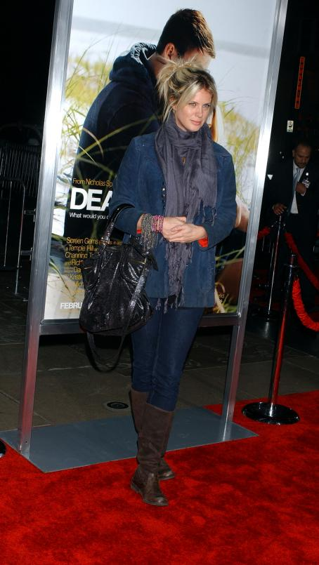 "Rachel Hunter - Premiere Of Screen Gems' ""Dear John"", 1 February 2010"