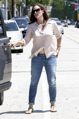 Jennifer Garner keeping busy in Brentwood, CA over the past few days (August 1-3)
