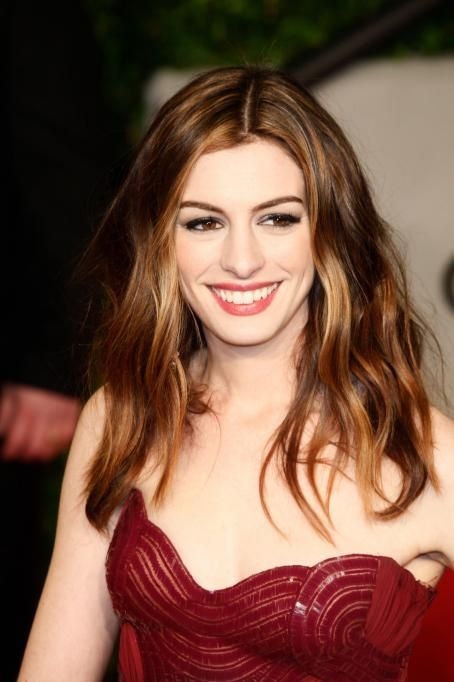 Anne Hathaway - Vanity Fair Oscar Party in West Hollywood - 27/02/11