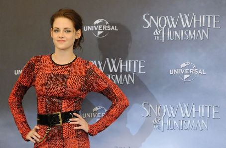 Kristen Stewart - Kristen at the SWATH Berlin Fan Event - May 16, 2012