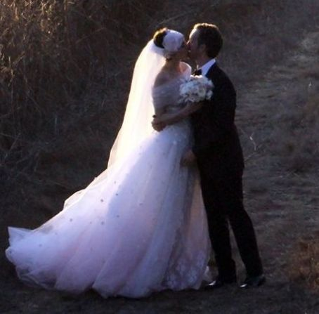 Anne Hathaway & Adam Shulman Tie the Knot