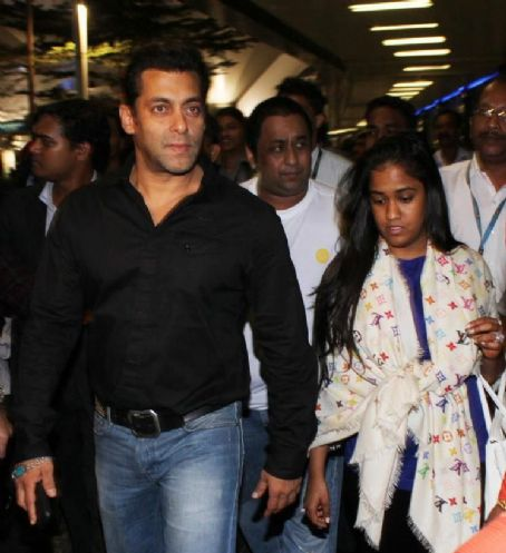 Arpita Khan - Superstar Salman Khan Arrive at Mumbai 2012