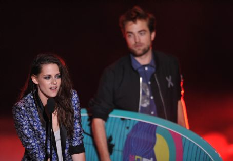 Kristen Stewart - Robert, Kristen, & Taylor Win Big For Twilight at the 2012 Teen Choice Awards