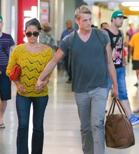 Olivia Munn and Joel Kinnaman at JFK Airport in New York City (July 30)