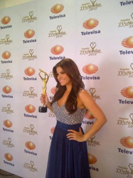 Maite Perroni: TV y Novelas Awards 2012