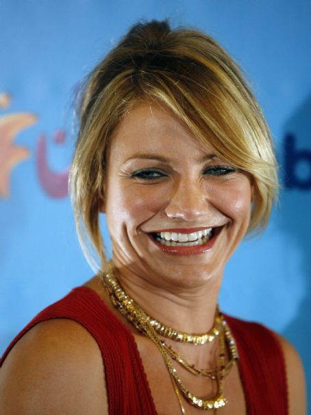 "Cameron Diaz Poses At The Premiere Of ""Shrek The Third"" In Madrid"