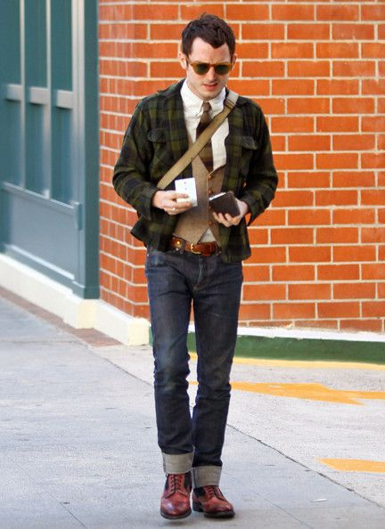 Elijah Wood made his way out of the Roxbury Medical center in Beverly Hills, California on January 17, 2012