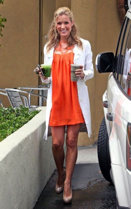 Glowing Mom-To-Be Kristin Cavallari Juices Up