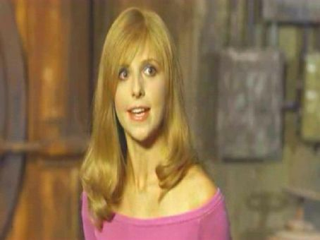 Daphne Sarah Michelle Gellar plays  in Warner Bros' Scooby-Doo 2: Monsters Unleashed - 2004