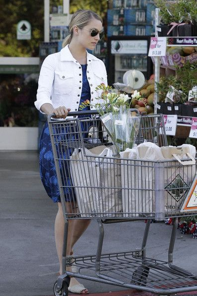 Dianna Agron: shopping at Bristol Farms in Beverly Hills