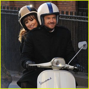 Olivia Wilde & Jason Bateman: Vespa Ride in Brooklyn!