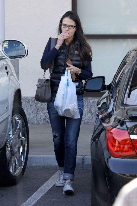 Jordana Brewster ran errands in West Hollywood on Sunday (December 30)