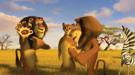 "Sherri Shepherd Alpha lion, and Alex's dad, Zuba (left, BERNIE MAC) shows Alex (right, BEN STILLER) the birthmark—and family bond—that they share, while Alex's mom (center, SHERRI SHEPHERD) looks on in DreamWorks' ""Madagascar: Escape 2"