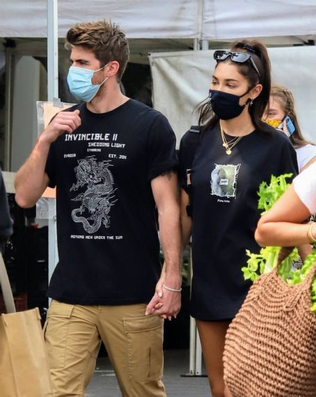 Chantel Jeffries with boyfriend Drew Taggert at the Farmers Market