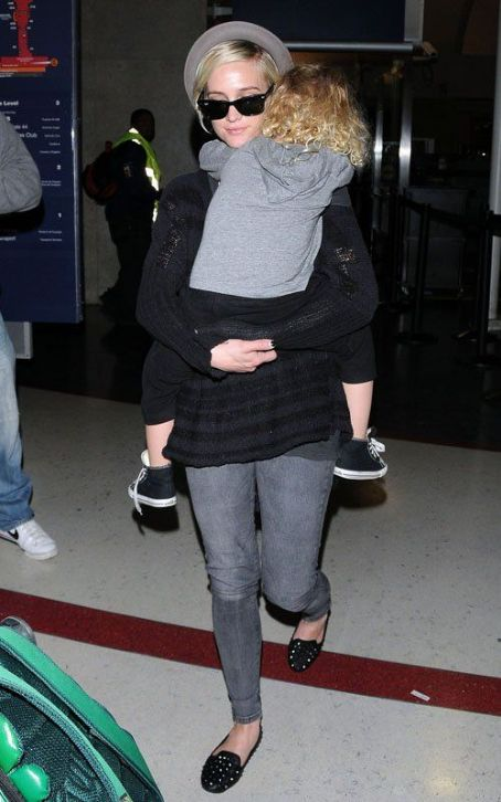 Ashlee Simpson and Bronx's Cuddly L.A. Landing