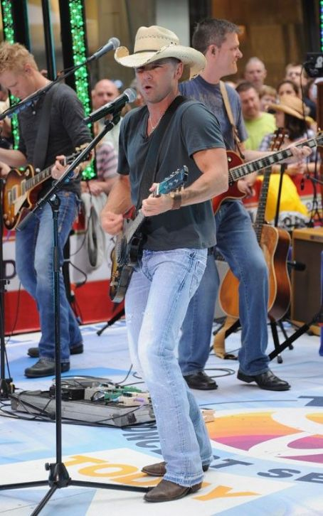 "Kenny Chesney Drops By The ""Today"" Show"
