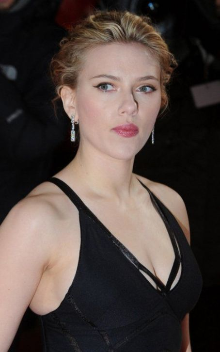 Scarlett Johansson Wins Golden Kamera for Best Actress