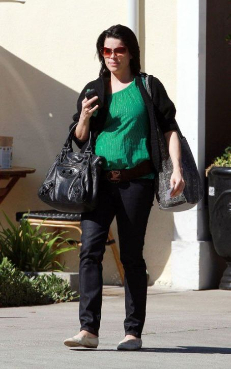 Neve Campbell: Baby on the Way!
