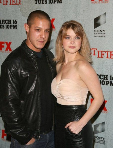 Sarah Jones Theo Rossi &