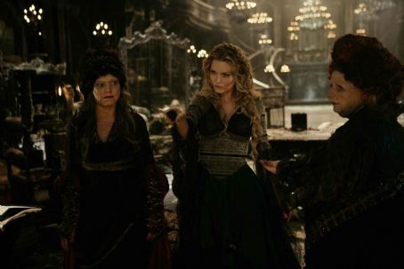 "Lamia (Left to right) Three witches – Empusa (SARAH ALEXANDER),  (MICHELLE PFEIFFER) and Mormo (JOANNA SCANLAN) – pursue their desire for renewed youth in ""Stardust."" Credit: Dan Smith. © 2007 Paramount Pictures. All Rights Reserved"
