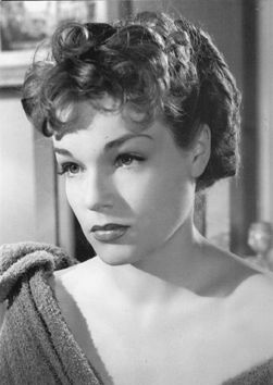 Simone Signoret Photos - Simone Signoret Picture Gallery - Who's ...