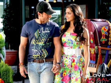 Saif Ali Khan and Deepika Padukone Love Aaj Kal