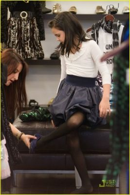 Bailee Madison shopping
