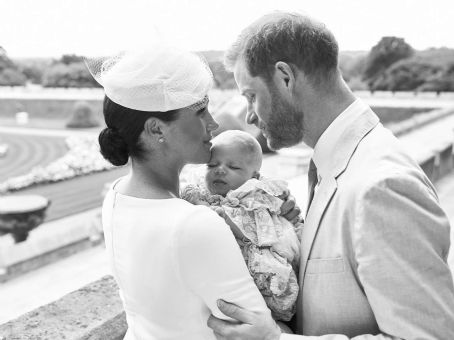 Meghan and Harry – Pose with their son Archie Mountbatten-Windsor at Windsor Castle in Windsor