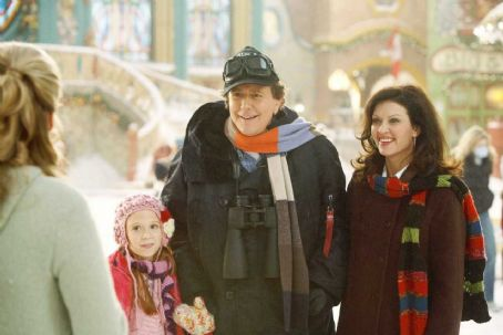 Liliana Mumy (L-R) Elizabeth Mitchell, , Judge Reinhold, Wendy Crewson. Photo credit: Joseph Lederer © Disney Enterprises, Inc. All rights reserved.
