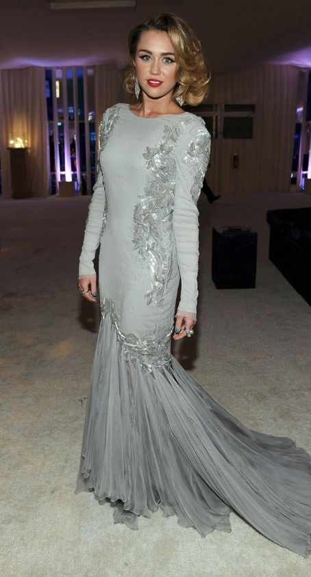 Miley Cyrus: 2012 Elton John AIDS Foundation Academy Awards